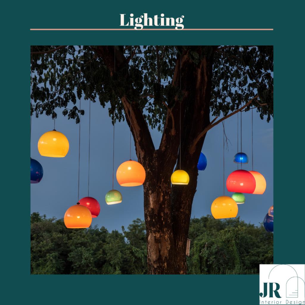 Lampe suspendue a un arbre